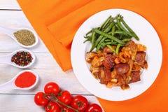 Stufato della carne con le verdure sul piatto fotografia stock libera da diritti