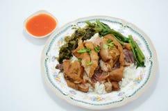 Stufato della gamba della carne di maiale sopra riso Fotografia Stock