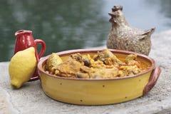 Stufato di pollo con il limone e le olive fotografia stock