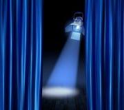 Stufescheinwerfer-Blautrennvorhänge Stockfotografie
