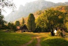 Stuga i drömlikt landskap royaltyfria foton