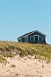 Stuga på ett beachfront av en barriärö royaltyfria foton