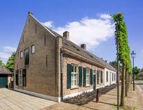 Stugahus i en forntida del av Tilburg, Nederländerna royaltyfri bild