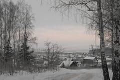 Stugby i vinter Royaltyfri Foto
