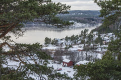 Stugor vid Iddefjorden Arkivfoto