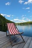 Stuhl auf dem Dock Stockbilder