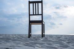 Stuhl auf dem Strand Lizenzfreie Stockbilder
