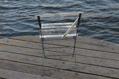 Stuhl auf Dock Lizenzfreies Stockfoto