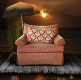 Stuhl auf Dock mit Sonnenuntergang Stockfoto