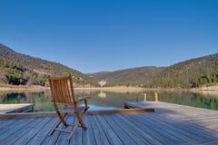 Stuhl auf einem Dock Lizenzfreie Stockbilder