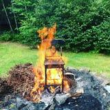 Stuhl auf Feuer Lizenzfreies Stockbild