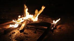 Stuhl auf Feuer stock video