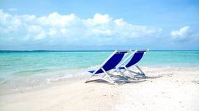 Stuhl auf Strand Stockfotografie