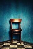 Stuhl in der Ecke Lizenzfreie Stockfotografie