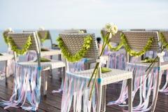 Stuhl in der Hochzeitseinstellung Stockfotos