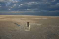 Stuhl in der Wüste Stockfotografie