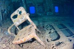 Stuhl in einem Schiffswrack Stockfotos