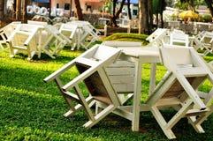 Stuhl im Garten. Stockbilder
