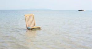 Stuhl im ionischen Meer Stockbild