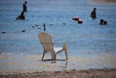 Stuhl im Meer Stockbilder