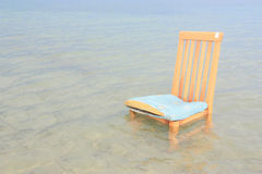 Stuhl im Meer Lizenzfreie Stockfotografie
