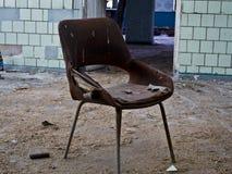 Stuhl im verlassenen Gebäude Lizenzfreie Stockfotografie