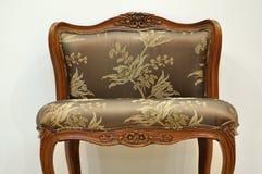 Stuhl mit blumiger Art Lizenzfreie Stockfotografie