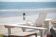 Stuhl mit Seeansicht Lizenzfreie Stockfotografie