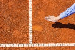 Stuhl-Schiedsrichterblick auf Ballkennzeichen Stockfotografie