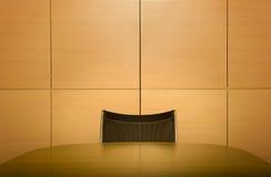 Stuhl am Sitzungssaaltisch Stockbilder