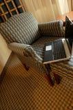 Stuhl und Notizbuch Stockfoto