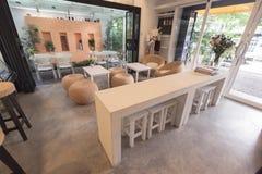 Stuhl und Tabelle Stockbild