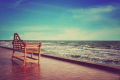 Stuhl vor dem Sehung unter dem Abendsonnenlicht Lizenzfreies Stockfoto