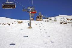 Stuhlaufzug in den Alpen vollständig? Lizenzfreies Stockfoto