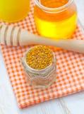 Stuifmeel en honing Stock Foto's