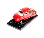 Stuk speelgoed auto en calculatorconcept voor verzekering, het kopen, het huren, brandstof of de dienst en reparatiekosten Stock Afbeelding