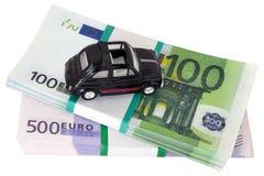 Stuk speelgoed auto op geld Royalty-vrije Stock Afbeelding