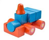 Stuk speelgoed auto van gekleurde houten blokken wordt gemaakt dat Stock Afbeelding