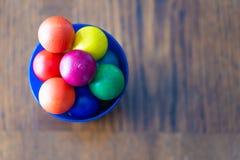 Stuk speelgoed ballen in blauwe die kop hierboven wordt geschoten van royalty-vrije stock afbeelding