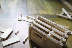 Stuk speelgoed blokhuis De aannemer wordt gemaakt van natuurlijk hout voor CH royalty-vrije stock afbeeldingen