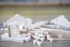Stuk speelgoed blokhuis De aannemer wordt gemaakt van natuurlijk hout voor CH stock afbeeldingen