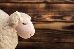 Stuk speelgoed bureau van het lams het houten gezicht royalty-vrije stock afbeeldingen