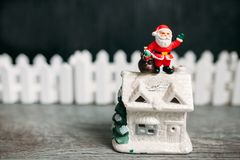 Stuk speelgoed de Kerstman De achtergrond van Kerstmis Stock Afbeeldingen