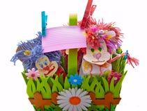Stuk speelgoed dierlijke decoratieve nota over wasknijperskabel Stock Foto's