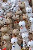 Stuk speelgoed en decoratie, kleine standbeeldpoppen Stock Fotografie
