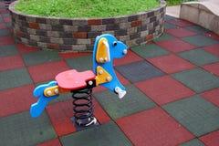 Stuk speelgoed hond in speelplaats Royalty-vrije Stock Foto