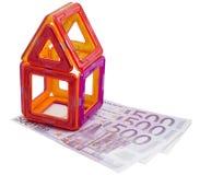 Stuk speelgoed huis en geld Royalty-vrije Stock Foto's