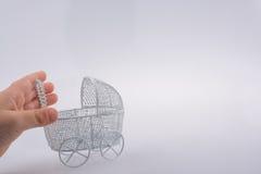 Stuk speelgoed kinderwagen ter beschikking Royalty-vrije Stock Afbeelding