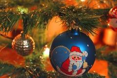 Stuk speelgoed op de nieuwe jaarboom royalty-vrije stock foto