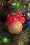 stuk speelgoed op een Kerstboom Stock Foto